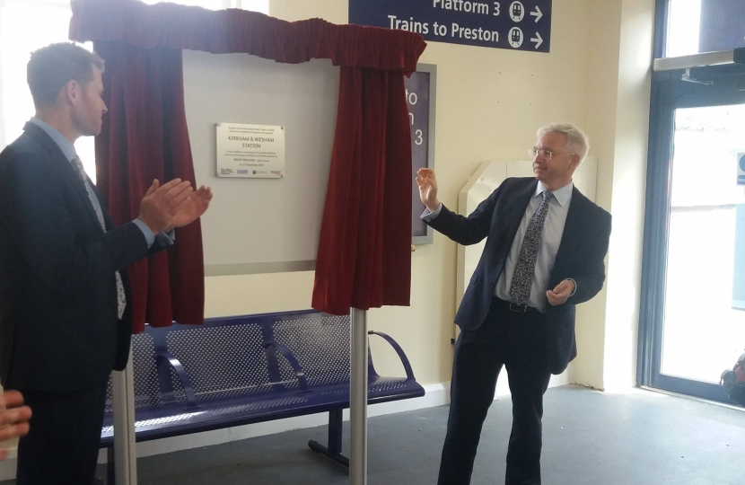 Mark Menzies MP unveils the plaque at Kirkham and Wesham station